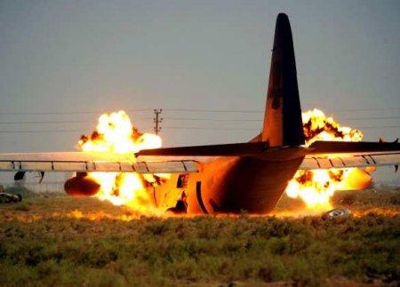 Пилот увёл падающий самолёт отжилых домов: всенаборту погибли (ВИДЕО)
