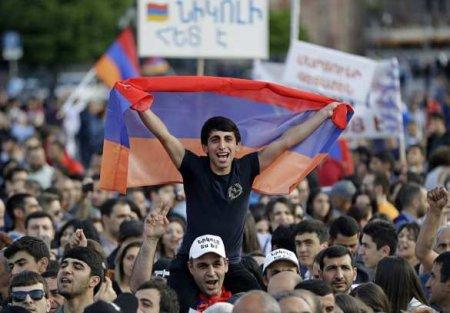 «Под судисмертная казнь»: армяне устен посольства РФвЕреване (ВИДЕО)