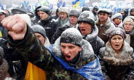 Цэ Европа: Обезумевшие украинцы штурмуют магазины секонд-хенд (ВИДЕО)