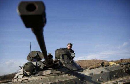 ВСУ на Донбассе усиливают разведку, перебрасывают тяжёлое вооружение и несу ...