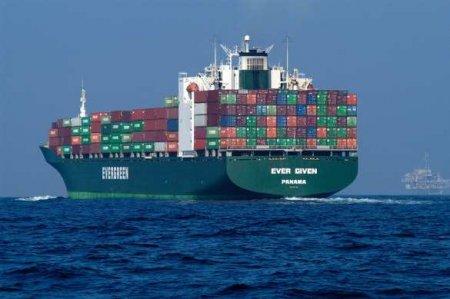 С перегородившего Суэцкий канал контейнеровоза требуют огромную сумму