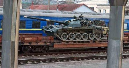 Эшелоны с техникой несутся на Донбасс (ВИДЕО)