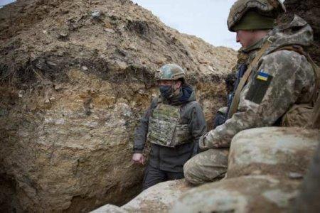 Зеленский побывал на наиболее «горячей» позиции наДонбассе: одарил боевико ...