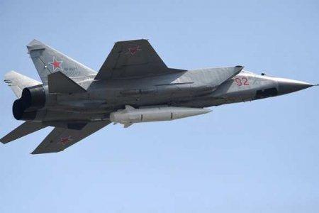 МиГ-31 перехватил американский самолёт-разведчик на подлёте к России (ВИДЕО)
