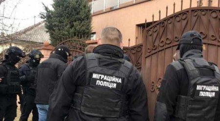 Избивал и требовал денег: украинец взял в плен индусов (ФОТО)