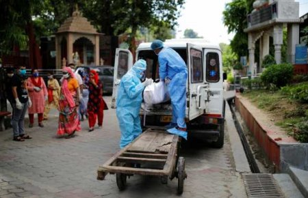 Горы тел и очереди на кремацию на улицах: ковид-катастрофа в Индии (ФОТО, ВИДЕО)