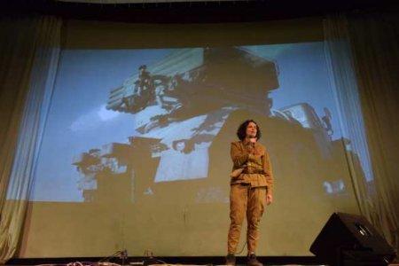 «На передовой»: российская певица выступила вприфронтовом донбасском городе (ФОТО)