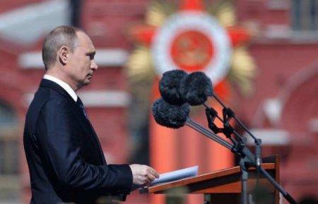 «Именно советский народ»: Путин обратился к зрителям парада (ВИДЕО)