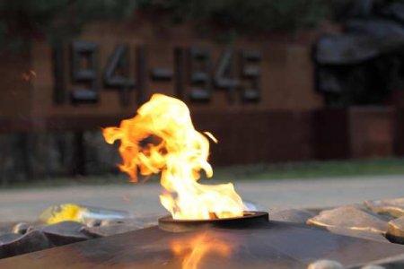 Полиция не смогла помешать зажечь «Вечный огонь» в Таллине (ВИДЕО)