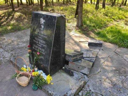 Типичный Львов: 9 мая неонацисты разбили памятник советским солдатам (ФОТО)