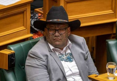 Изпарламента Новой Зеландии выгнали представителя партии маори затанец против расизма (ВИДЕО)