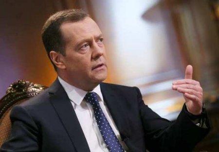 Медведев прокомментировал преследование Медведчука наУкраине