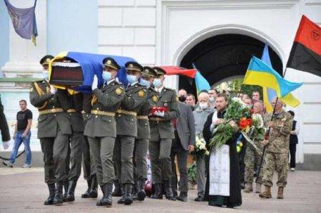 «Просто обалдеть»: Президентский полк участвовал в похоронах ветерана СС (ФОТО, ВИДЕО)