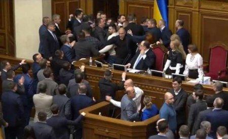 Депутат Зеленского призвал расстрелять другую партию и устроил драку