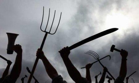 Злой украинец проткнул вилами полицейского (ФОТО)
