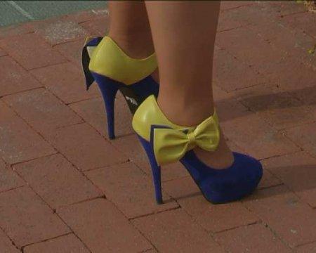 «Лютый трэш»: Зеленскому и министру обороны подарили женские туфли на каблуках (ФОТО, ВИДЕО)