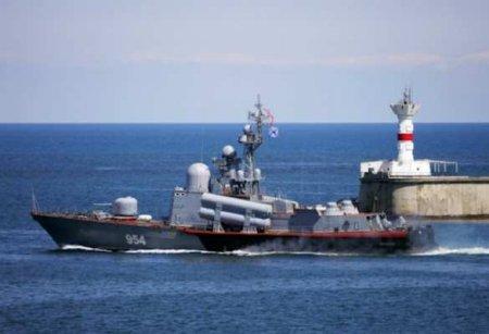 Корабль Черноморского флота вышел напомощь украинскому судну, терпящему бе ...