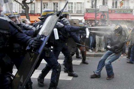 Газ, дубинки и50 тонн лошадиного навоза: Париж протестует против вакцинации (ФОТО, ВИДЕО)