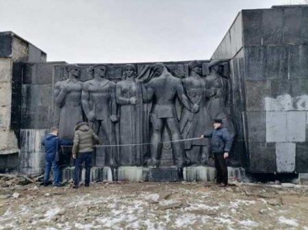 Неожиданная находка в руинах памятника советским воинам во Львове (ФОТО)