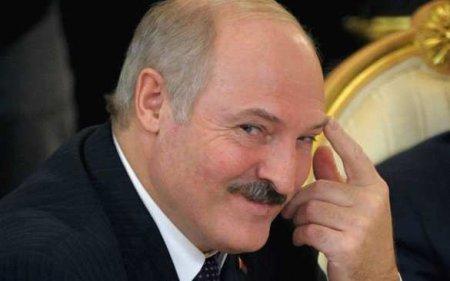 Лукашенко потроллил Тихановскую запеченье отБайдена (ВИДЕО)