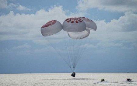 Первый в истории полностью «туристический» космический экипаж вернулся наЗемлю (ВИДЕО)