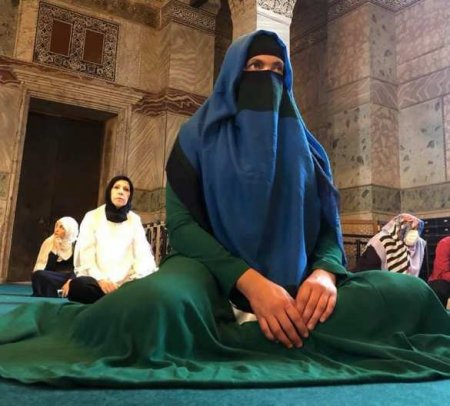 Надя Савченко надела паранджу истала проповедницей ислама (ФОТО)