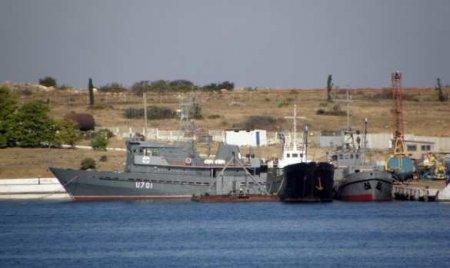 Корабль ВМС Украины терпит бедствие в Чёрном море